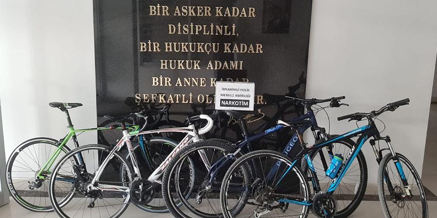 Çaldıkları bisikletleri internetten satmışlar
