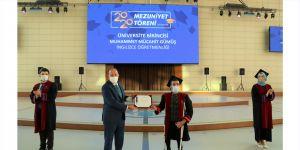 Sosyal mesafeli mezuniyet töreni