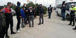 Şüpheli araçtan 10 mülteci çıktı