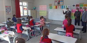 Kaymakam Akça'dan okul ziyareti