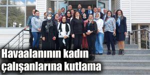 Havaalanının kadın çalışanlarına kutlama