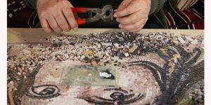 Mozaik sanatıyla katkı sağlıyor