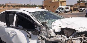 Meyve yüklü kamyonetle otomobil çarpıştı: 3 yaralı