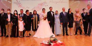 Başkanın oğlunun 30 şahitli nikahı