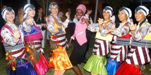 Folklorcular Kenya'da