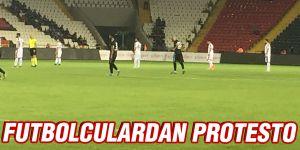 Futbolculardan protesto