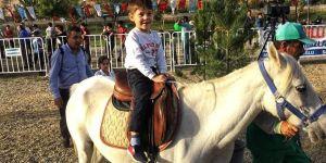 Çocuklar atlarla buluştu