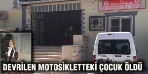 Devrilen motosikletteki çocuk öldü