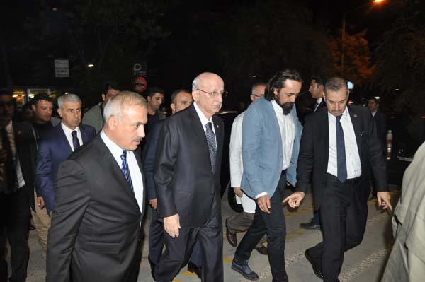 cumhurbaskani-erdogan-basbakan-yildirim-ve-bakanlardan-taziye-ziyareti-9936322.jpeg