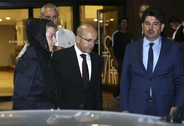 cumhurbaskani-erdogan-basbakan-yildirim-ve-bakanlardan-taziye-ziyareti-9936344.jpeg