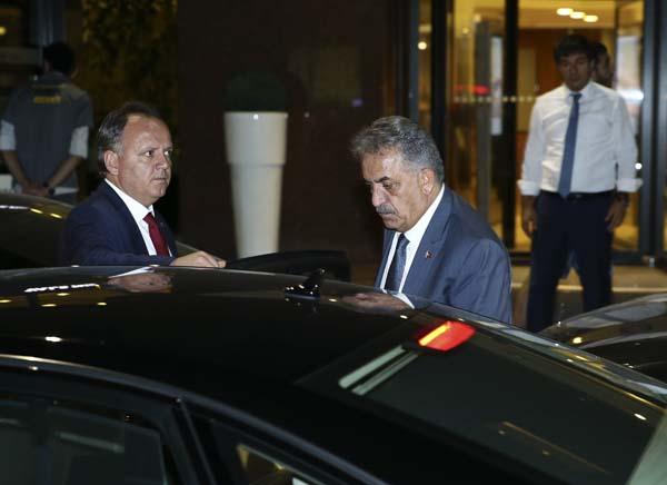 cumhurbaskani-erdogan-basbakan-yildirim-ve-bakanlardan-taziye-ziyareti-9936346.jpeg