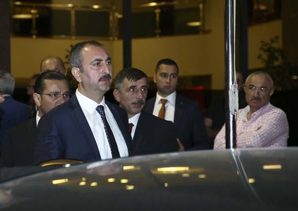 cumhurbaskani-erdogan-basbakan-yildirim-ve-bakanlardan-taziye-ziyareti-9936352.jpeg