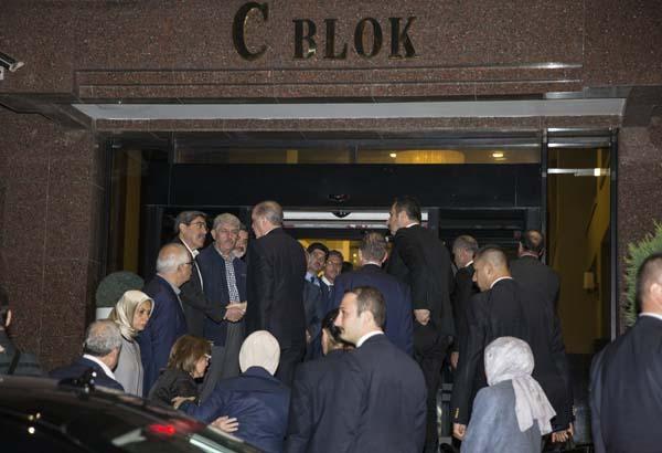 cumhurbaskani-erdogan-basbakan-yildirim-ve-bakanlardan-taziye-ziyareti-9936354.jpeg