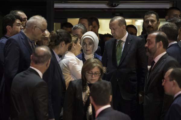 cumhurbaskani-erdogan-basbakan-yildirim-ve-bakanlardan-taziye-ziyareti-9936356.jpeg