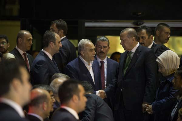 cumhurbaskani-erdogan-basbakan-yildirim-ve-bakanlardan-taziye-ziyareti-9936362.jpeg