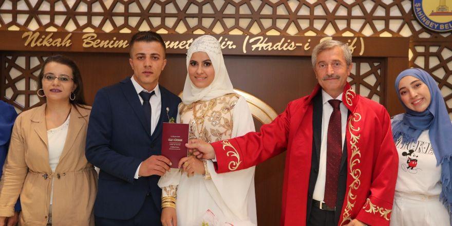 Bu yılın 5 bininci nikahı kıyıldı