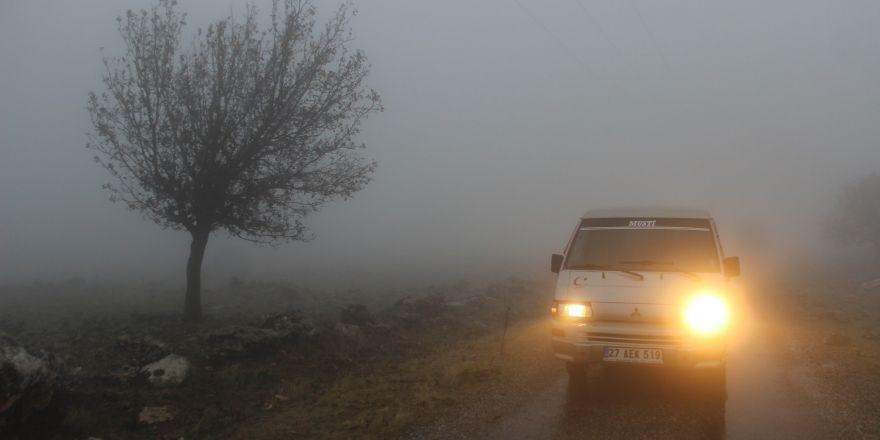 Yavuzeli ilçesinde yoğun sis ve sağanak yağış etkili oldu
