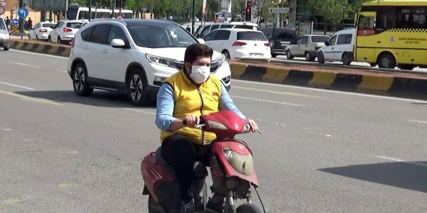 Vatandaşa maske dağıtıldı sürücülere uyarı yapıldı