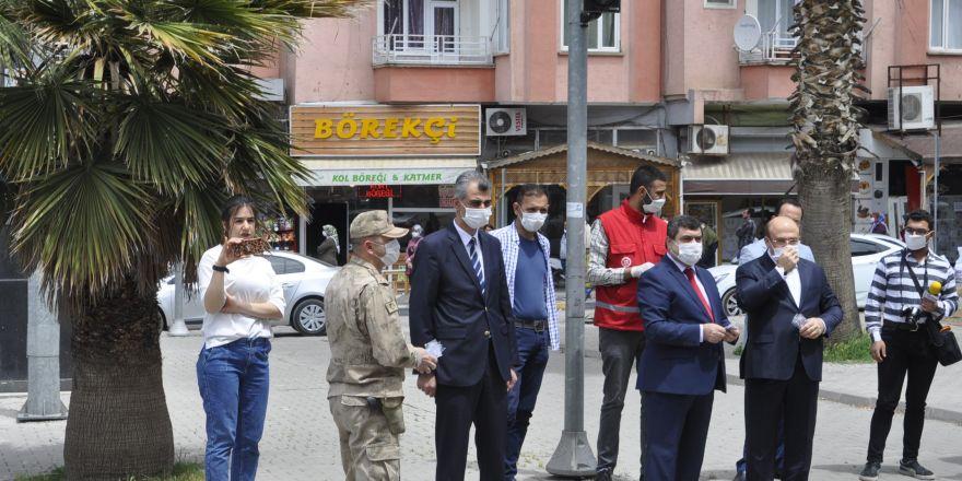 Nizip'te maske dağıtıldı