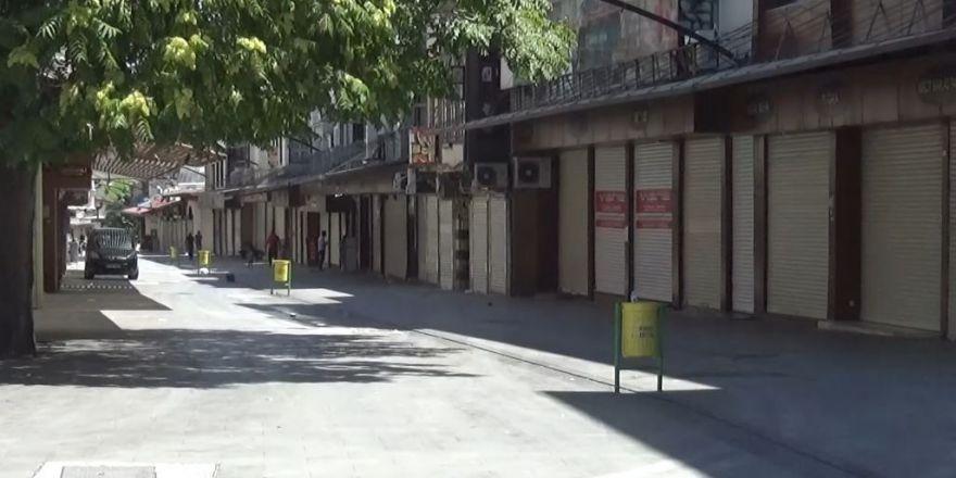 Gaziantep'te cadde ve sokaklar bu kez bomboş kaldı