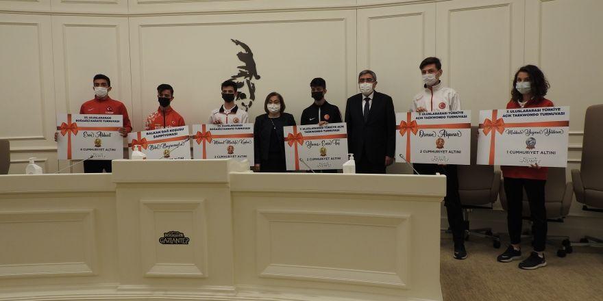 Gaziantep'te uluslararası derece elde eden sporculara ödül