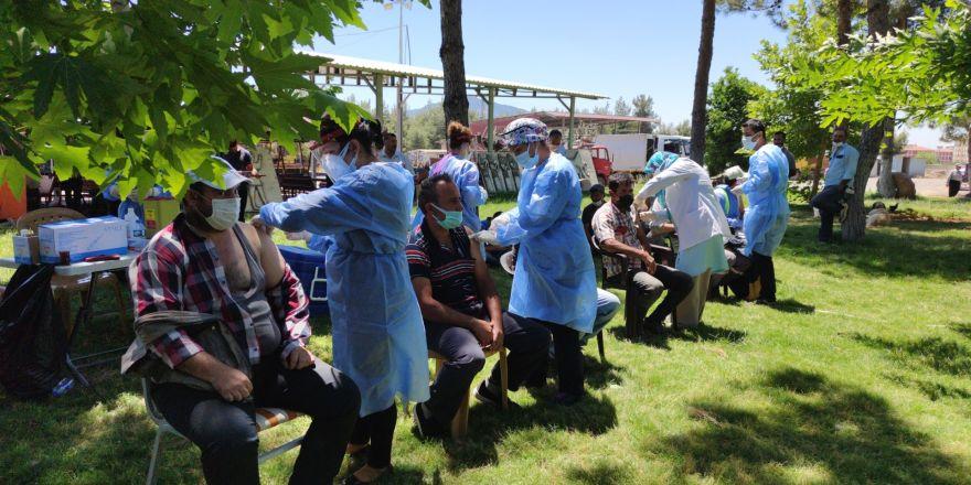 İslahiye'de yerinde aşı uygulaması işçilerle başladı