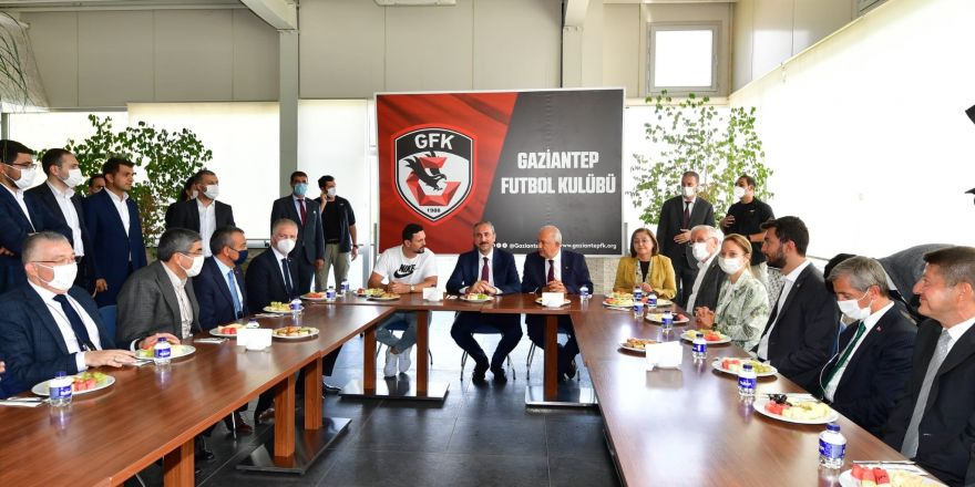 Adalet Bakanı Gül'den Gaziantep Futbol Kulübüne ziyaret