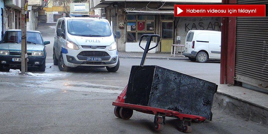 Hırsızlar 2 tonluk çelik para kasasını taşıyamayınca sokak ortasında bırakıp kaçtı