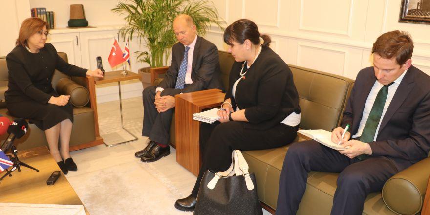 İngiltere'nin Ankara Büyükelçisi Dominick Chilcott'tan Fatma Şahin'e ziyaret