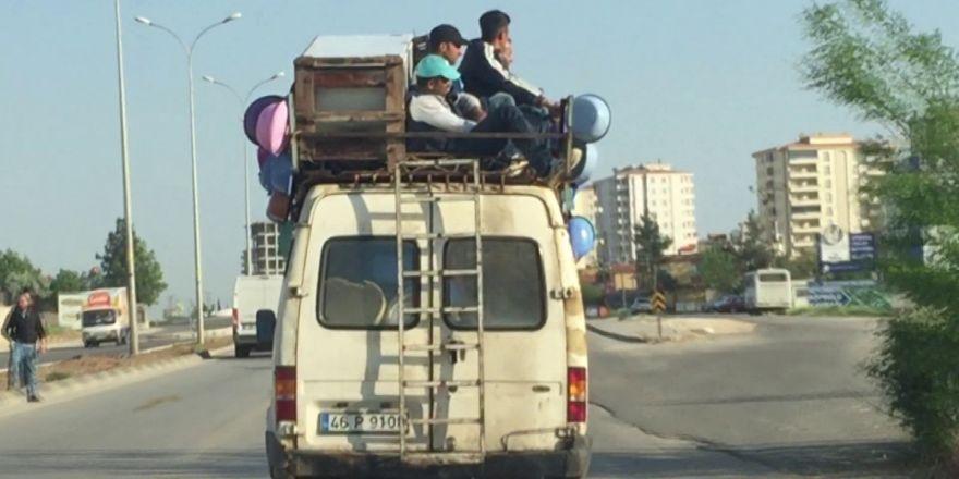 Minibüsün üzerinde yolculuk yapan 4 kişiye yasal işlem