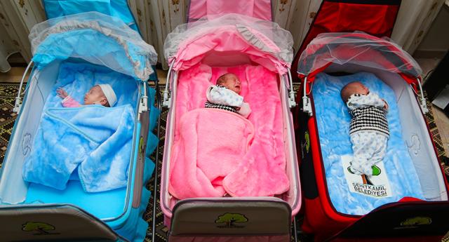 Bebeklere beşik hediyesi